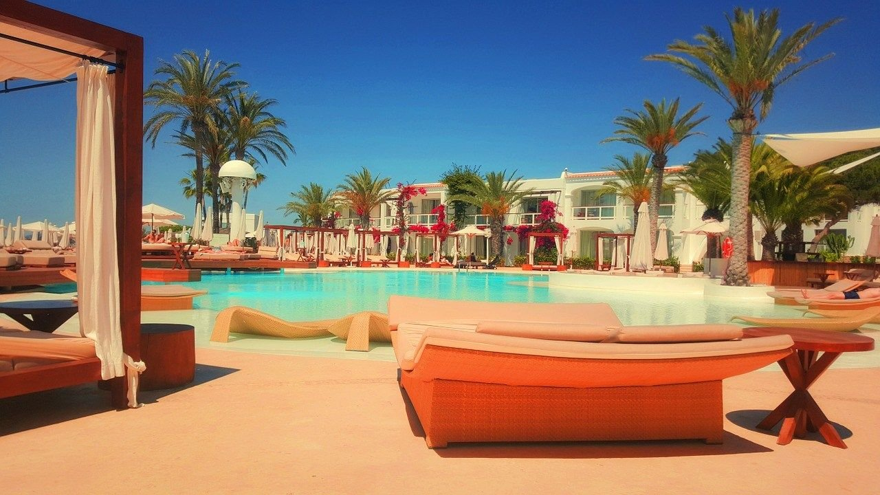 10 things to do in Vegas when it's too hot - soak in the pool