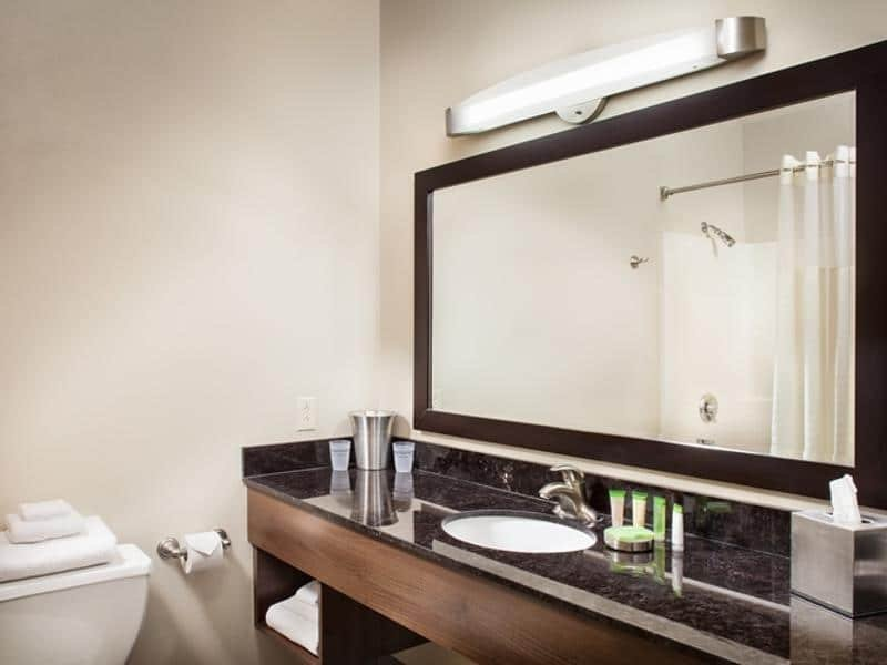 The Strat Las Vegas Select Room Bathroom
