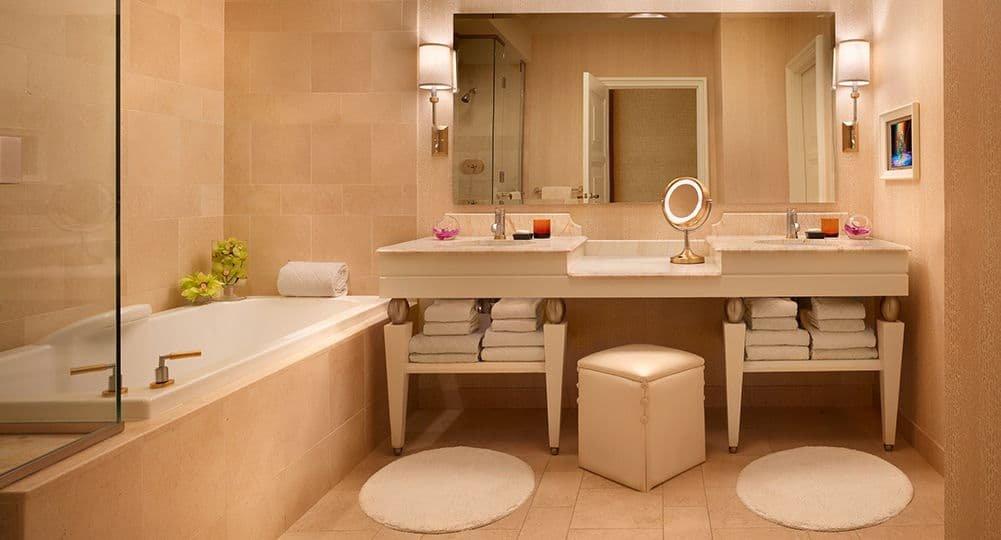 Wynn Las Vegas Deluxe Panoramic Room Bathroom