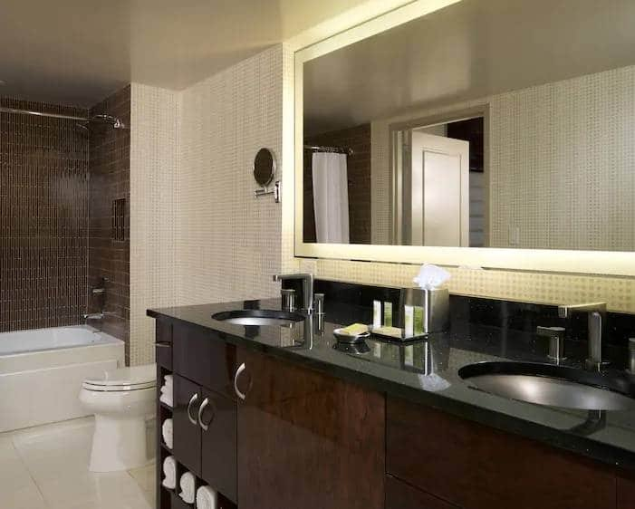 Elara Las Vegas Junior 1 King Suite Bathroom