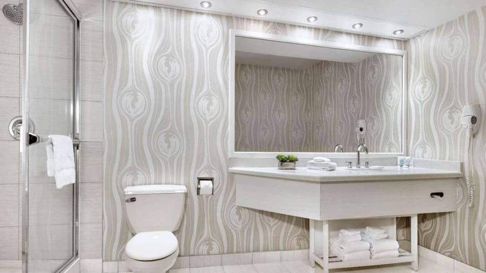 Luxor Las Vegas Corner Suite Bathroom