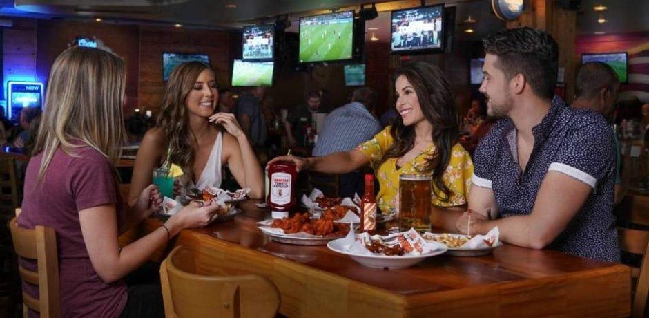Oyo Las Vegas Hooters Restaurant & Saloon