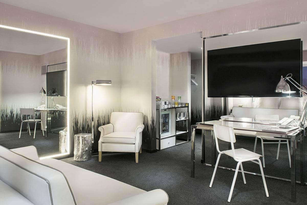 Sahara Las Vegas Marra King Seating Area