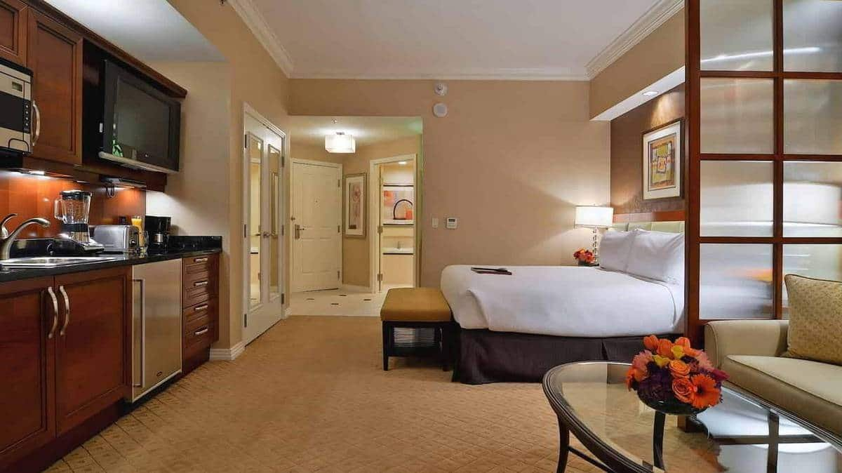 The Signature Las Vegas Deluxe Balcony Suite Bedroom