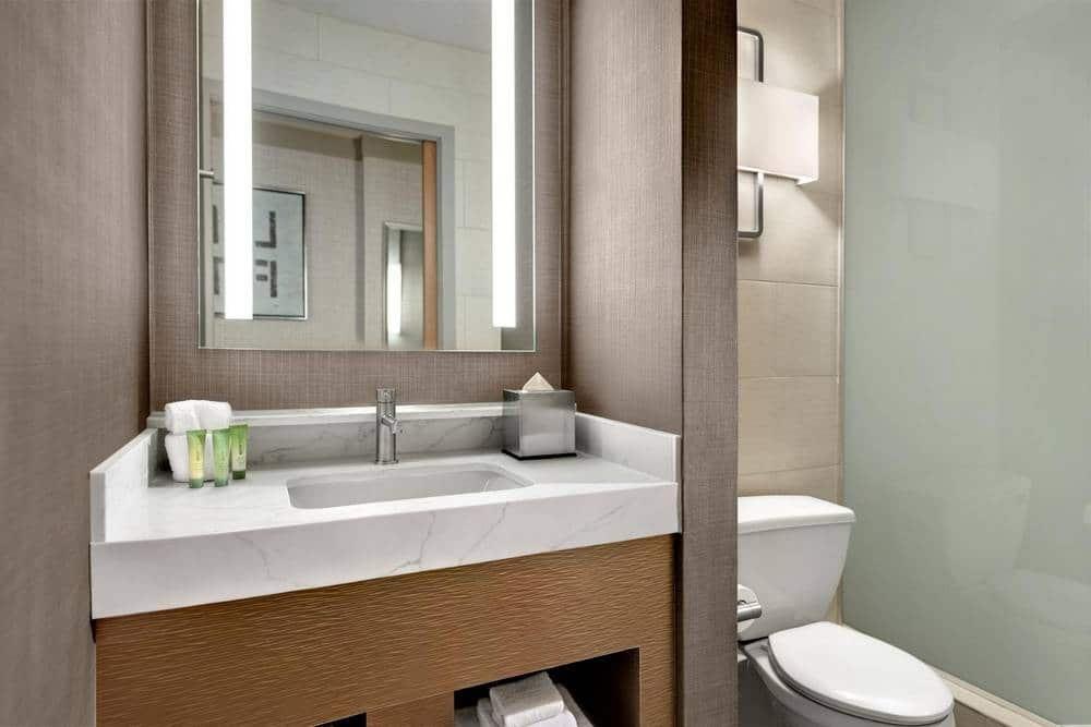 The Strat Las Vegas Elevate King Room Bathroom