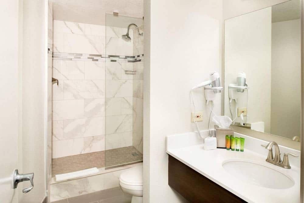 The Strat Las Vegas Elite King Room Bathroom