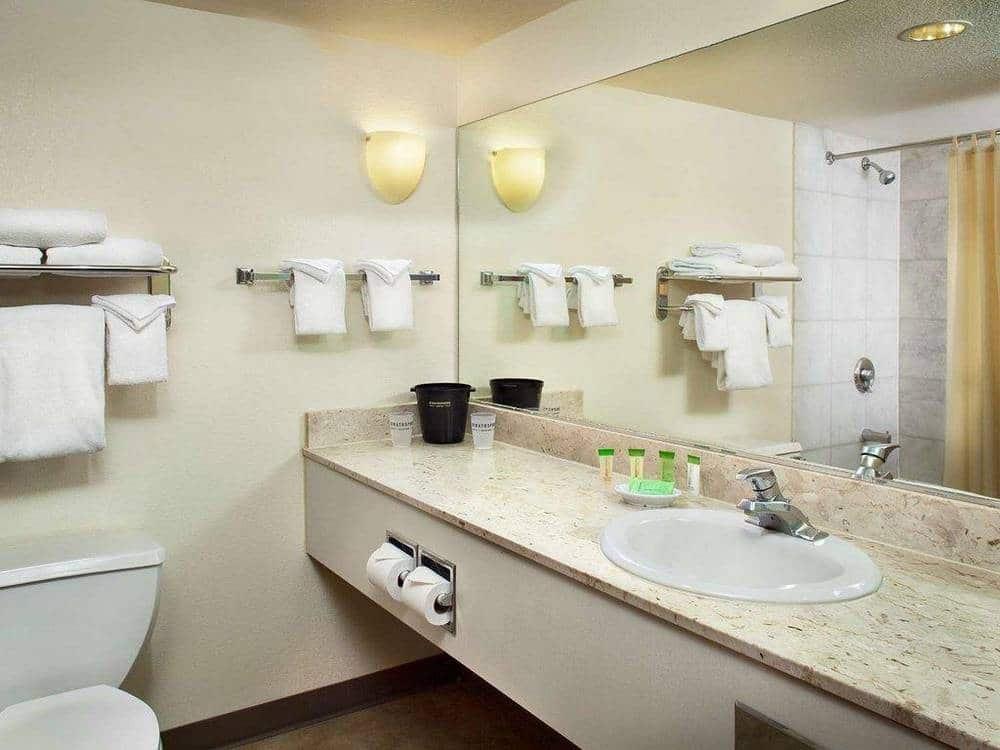 The Strat Las Vegas Standard Room Bathroom