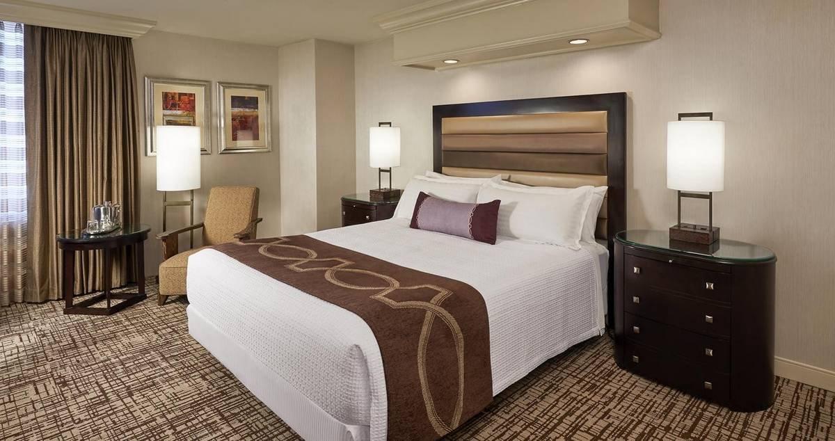 Treasure Island Las Vegas Deluxe Room 1 King